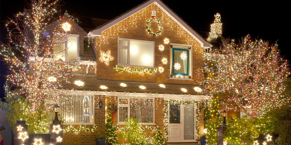 Discover the many advantages of having Christmas lights installed